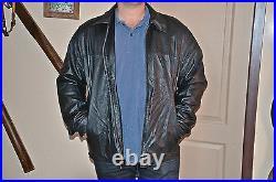 Blouson, veste en cuir d'agneau noir YVES SAINT LAURENT, taille M, exc. État